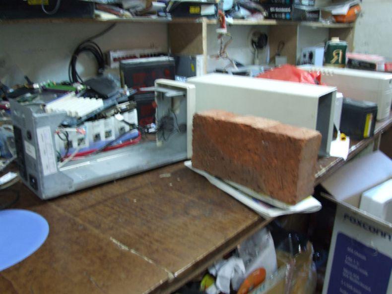 Однажды бесперебойник перестал работать и его принесли в ремонт (9 фото)