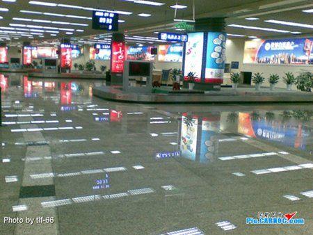 Наводнение в китайском аэропорту (12 фото)