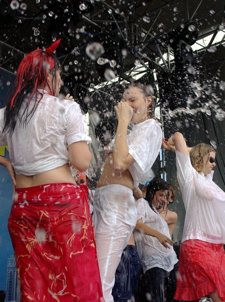 Конкурс мокрых футболок на Автоэкзотика-2008 (40 фото) НЮ