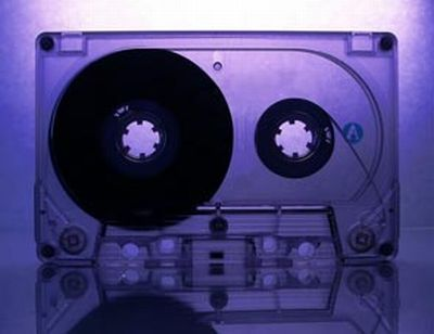 Что можно сделать из обычных кассет (9 фото)