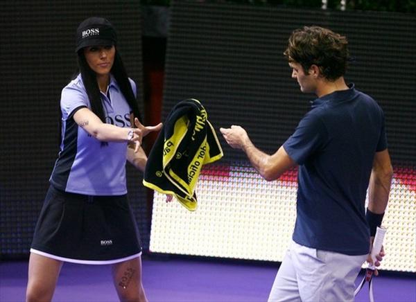 Кастинг девушек в Мадриде, которые подбирают мячики во время теннисного турнира (15 фото)