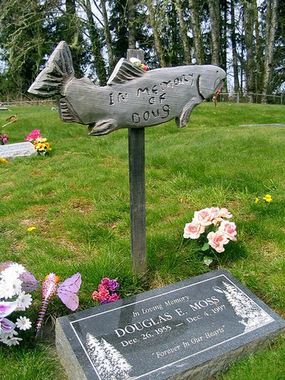 Самые необычные могилы и надгробия (47 фото)