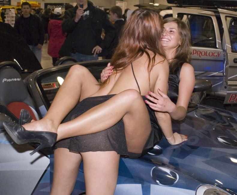 Русские стриптизы на автошоу (9 фото) НЮ