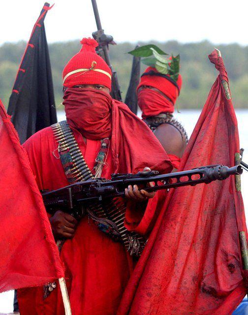 Крутые нигерийские боевики (5 фото)