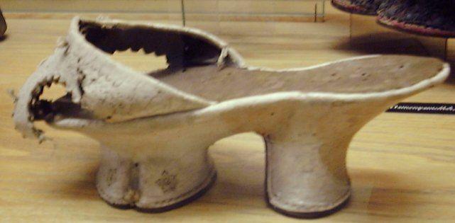 Раритетная обувь (19 фото)
