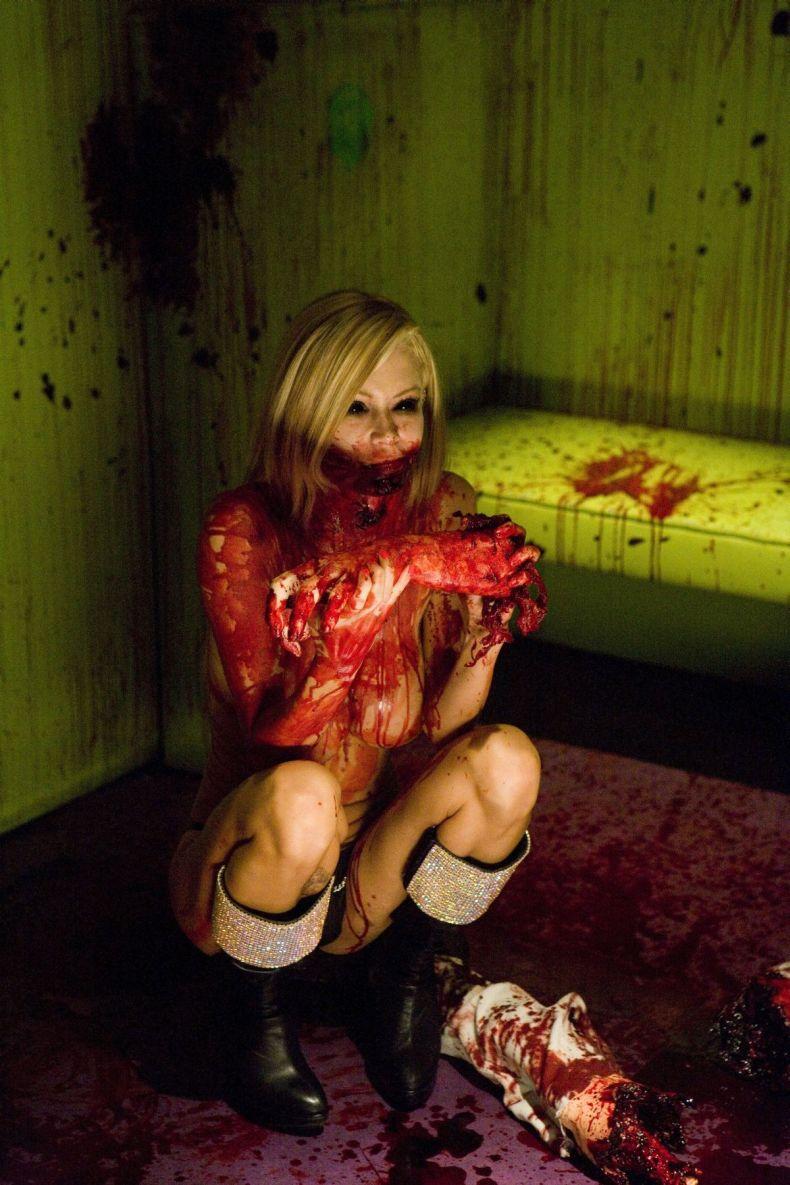 Кровавый стриптиз от Дженны Джеймсон (6 фото) Жесть