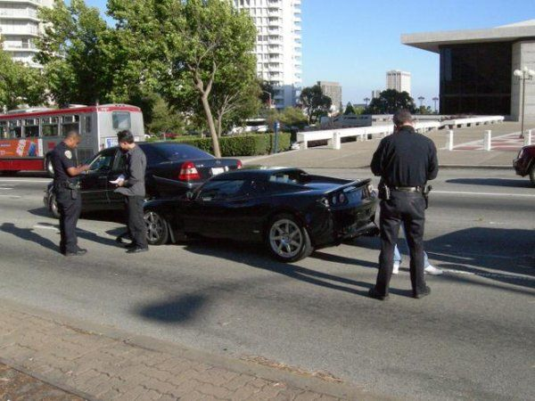 Авария суперкара Тесла Роадстер (Tesla Roadster) (6 фото)