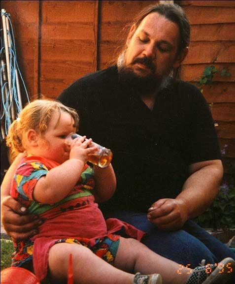 Английская толстячка, которая весит 210 кг (6 фото + видео)