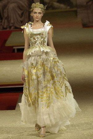 Самые дорогие платья века: Топ-10 (12 фото)