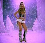 Сексуальная блондинка попала в снегопад