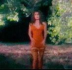 Кто же оставляет девушку в коротком платьице одну в лесу