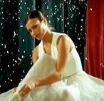 Для кого она танцует