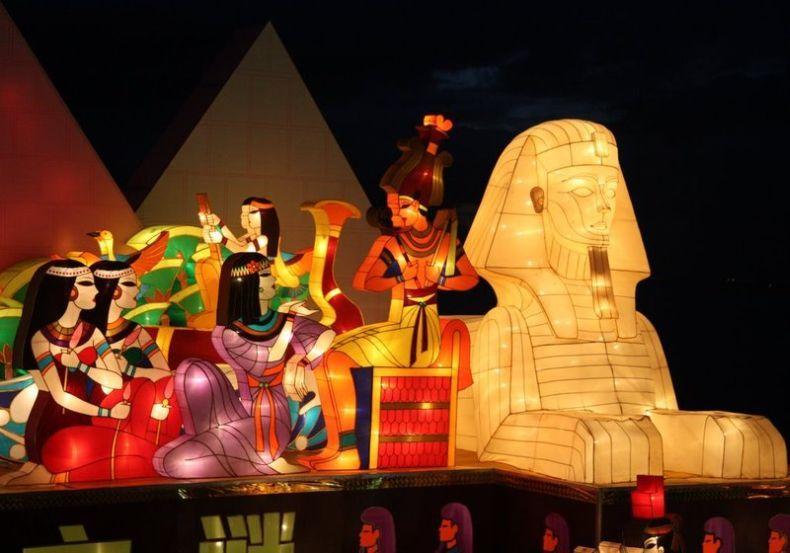 Китайский фестиваль светящихся фигур (51 фото)
