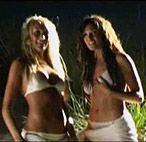 Сладкие девочки зажигают на пляже