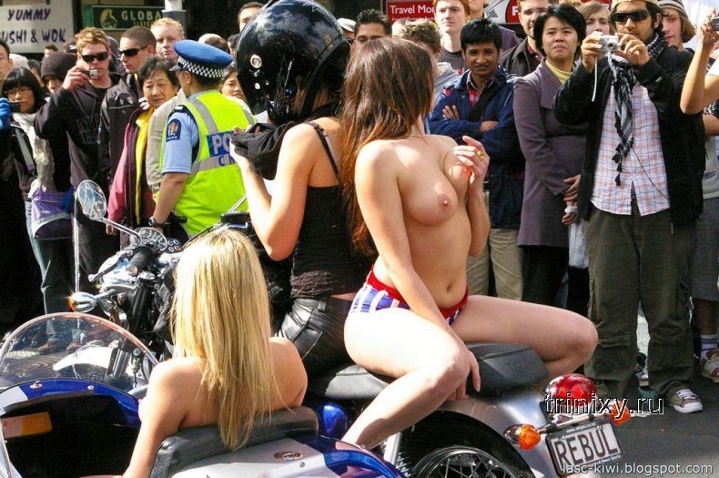 Парад порнозвезд топлесс (25 фото) НЮ