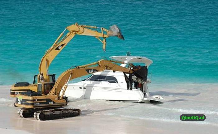 Как ремонтируют яхты на Багамах (12 фото)