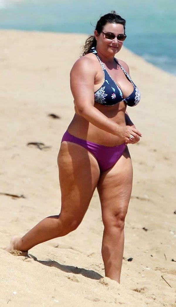 Жена в бикини на пляже фото фото 671-496