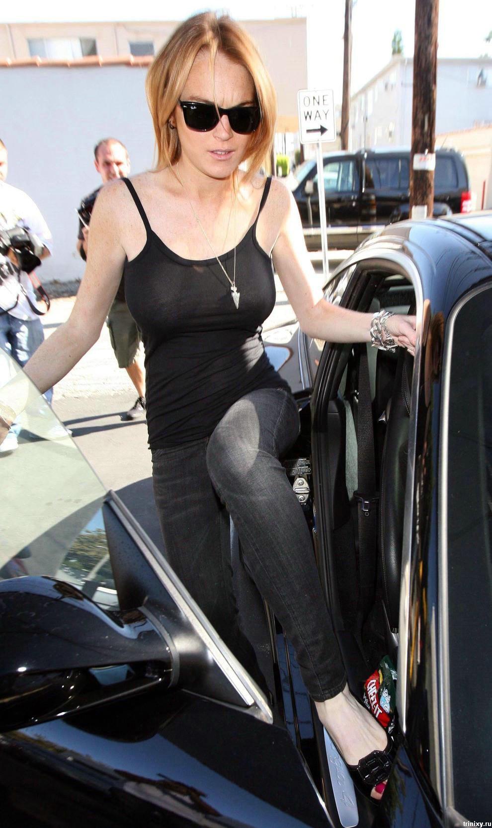 Линдсэй Лохан (Lindsay Lohan) в прозрачной блузке (6 фото)