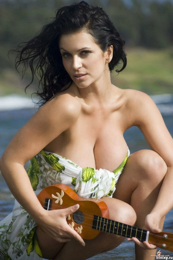 Голая Дениз Милано (Denise Milani) - какие красивые формы!