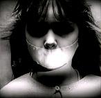 Зачем ей заклеили рот
