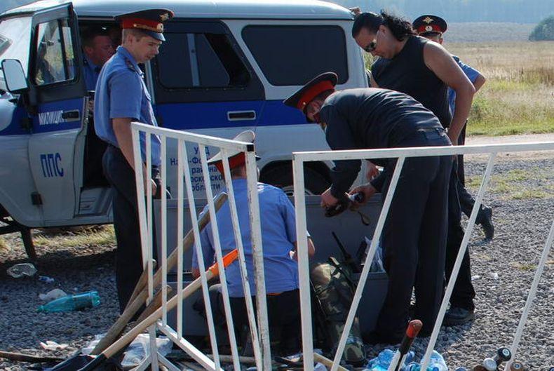 Как люди ехали на праздник Бородинской битвы и что у них изъяли из машин (8 фото)