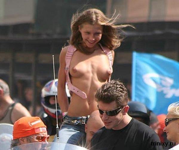 Девушка на карнавале в Питере (5 фото)