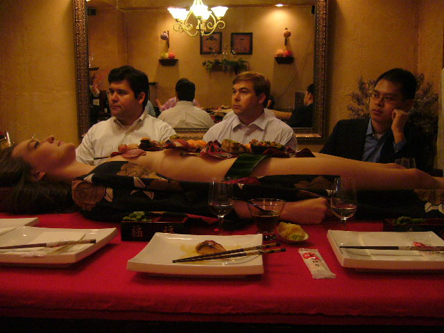 Как едят суши (13 Фото)