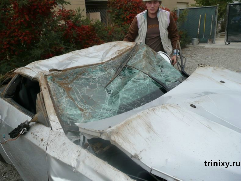 Разбитый BMW (6 фото)
