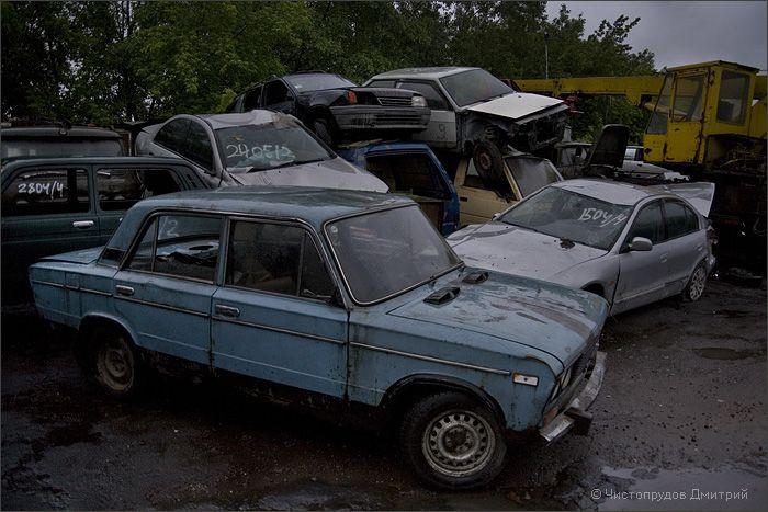 Свалка автомобилей в Москве (42 фото)