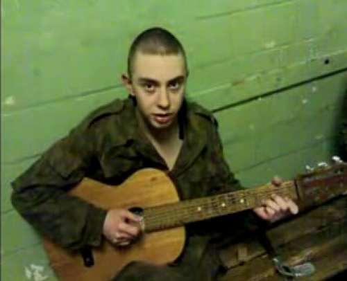 Это одна из моих самых любимых солдатских песен. Случайно попалась