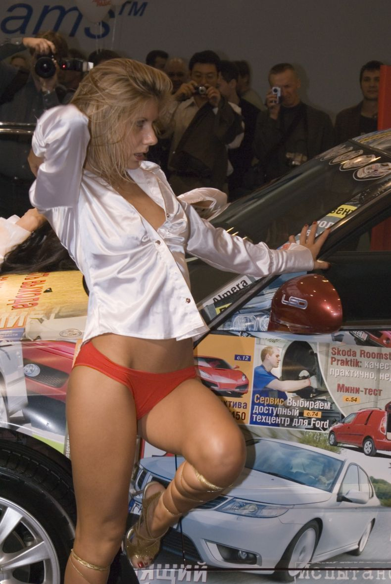 erotika-na-avtovistavke