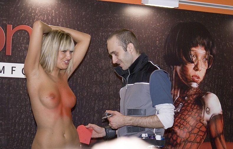 Эротика на наших выставках (95 фото)