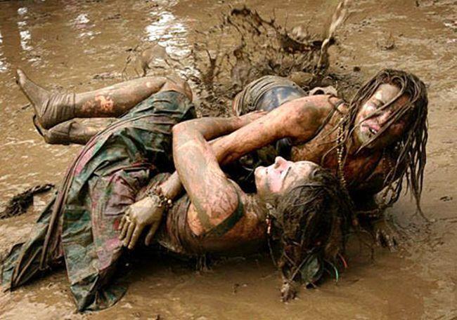 Борьба в грязи (20 фото)