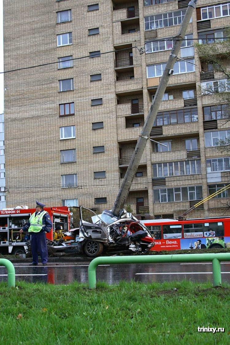 Жуткие автомобильные аварии (55 фото) .