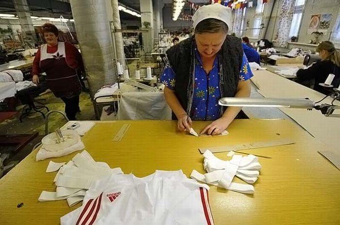 Как производят Adidas в России (8 фото)