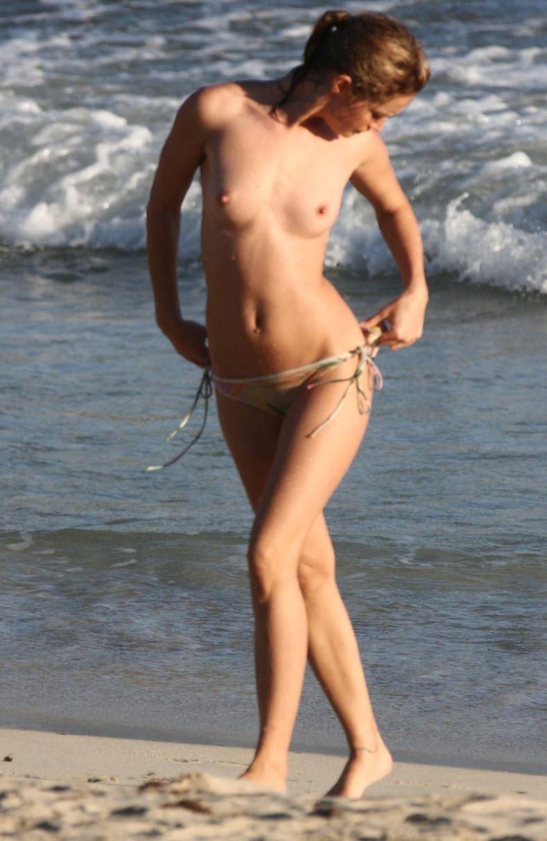 Julie Ordon топлесс на пляже (16 фото) НЮ