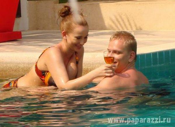 Анфиса Чехова со своим парнем на отдыхе (17 Фото)