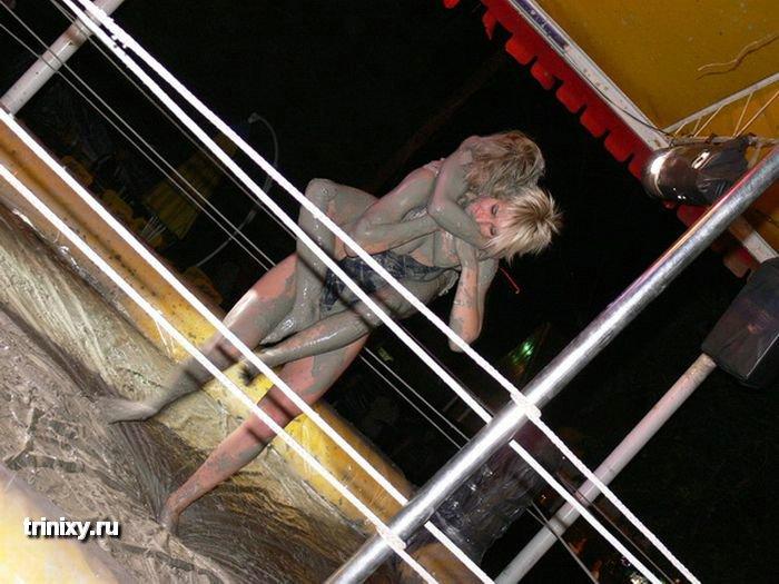 Украинские женские бои в грязи (76 фото)