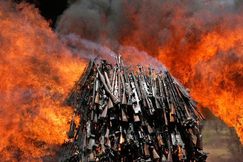 как уничтожить фото врага порвать или сжечь долгого
