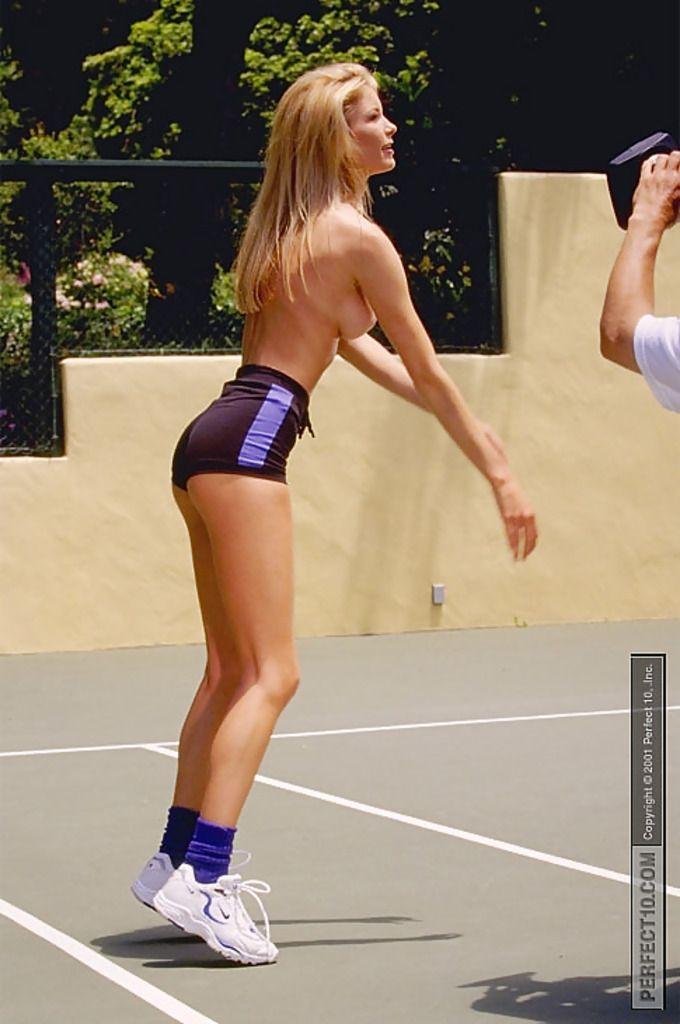 Мариса Миллер в роли топлесс баскетболистки (16 фото) НЮ