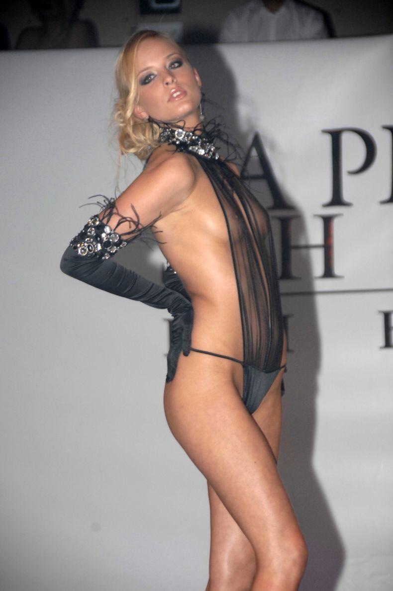 Бывшая Мисс Бельгии Alizee Poulicek на подиуме (10 фото + видео) Слегка НЮ