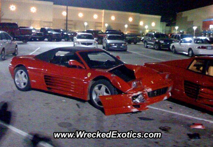 Как разбить два Ferrari (7 фото)