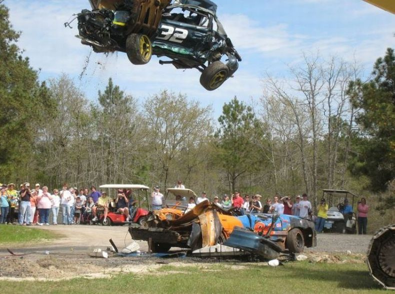 Смерть гоночного автомобиля Mustang (30 фото)