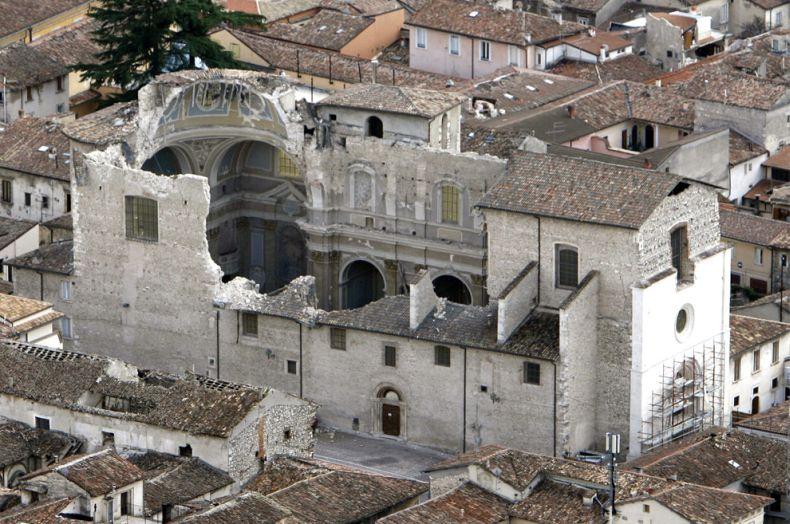 Последствия землетрясения в Италии (32 фото)