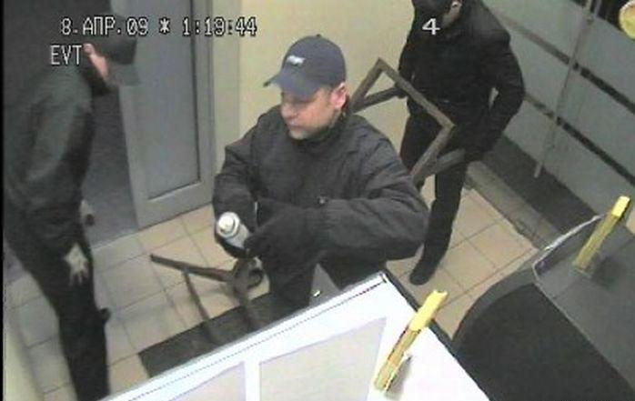 Похищение банкомата (4 фото)