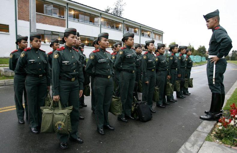 Женская военная школа в Колумбии (13 фото)