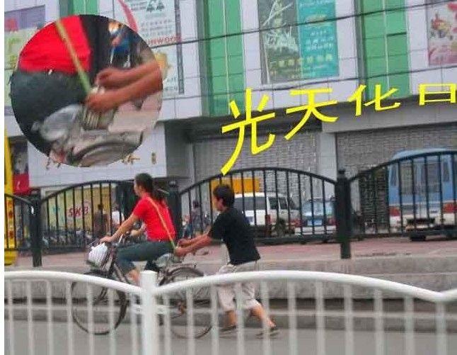 Китайские карманники за работой (19 фото)