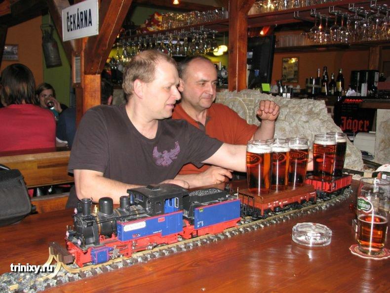 Ресторан с поездами (10 фото)