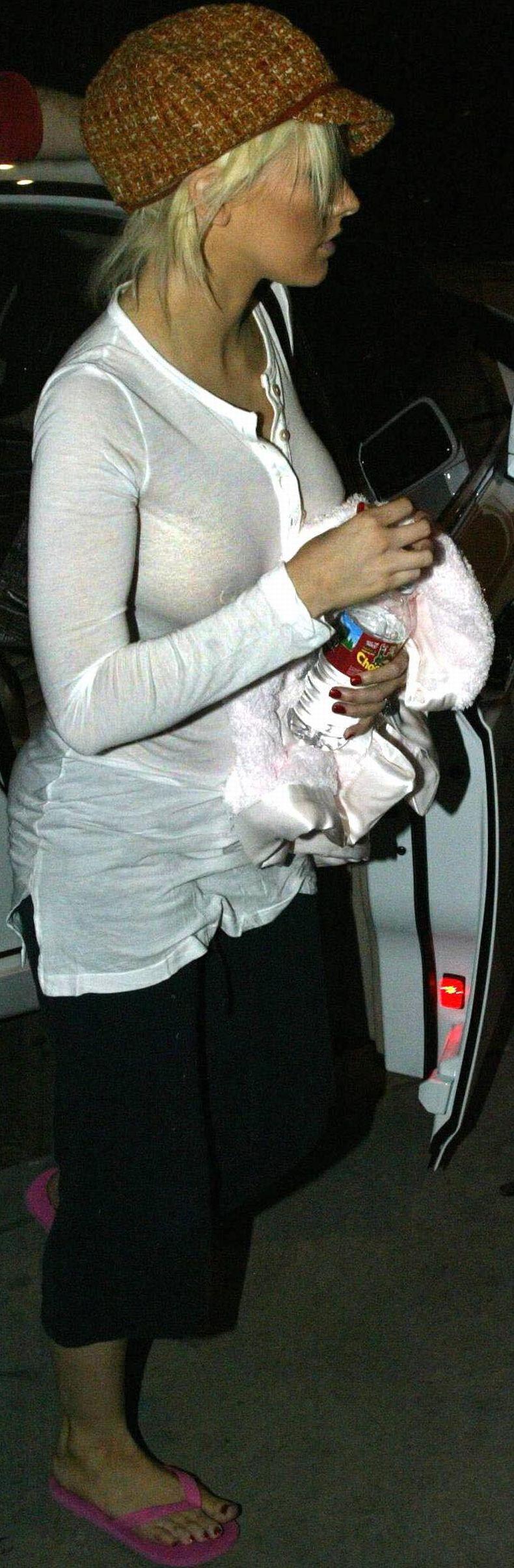 Кристина Агилера в прозрачной блузке (6 фото)
