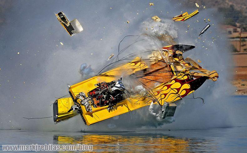 Авария на скорости 320 км/ч (16 фото)